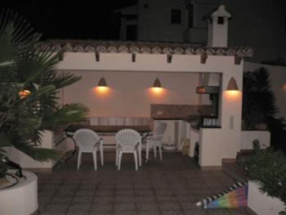 At night our outdoor BBQ area invites for long dinner and drinks.