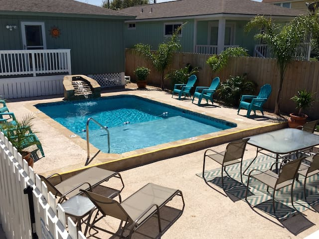 """Pool Cottage"" - Port Aransas - House"