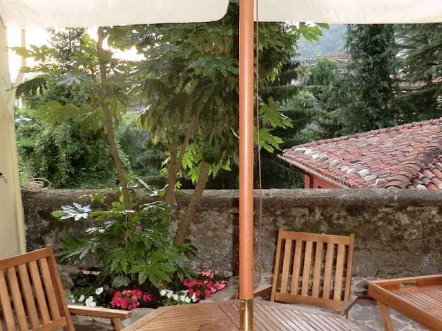BARGA Old Town - Bright House with Garden - Barga - Hus