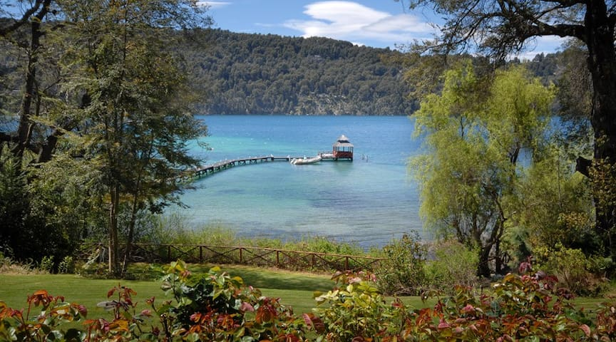 Excellent House with Nahuel Huapi´s Lake coast