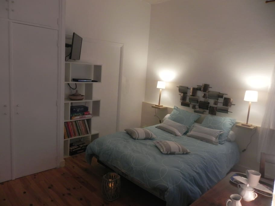 chambre privee chez l habitant houses for rent in brando. Black Bedroom Furniture Sets. Home Design Ideas