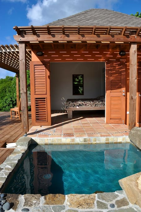 Plunge pool just a few steps from your bed!