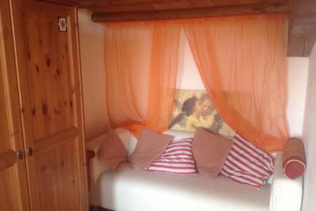 B&B  collina  toscani - Carmignano - Bed & Breakfast
