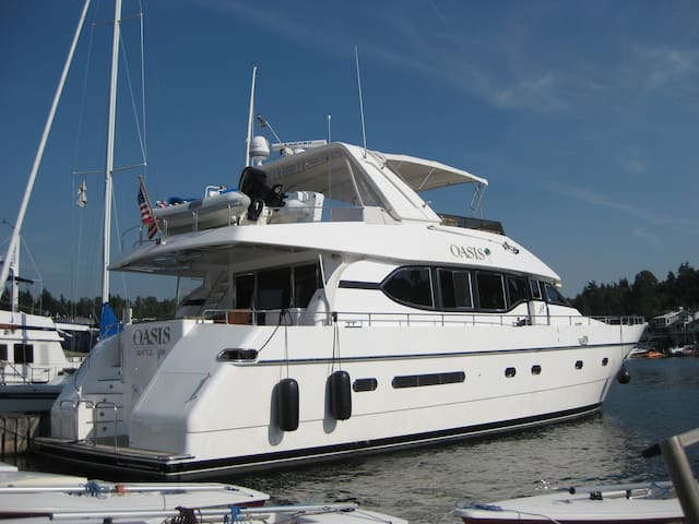 70' Yacht  on south Lake  Union - Seattle - Boat