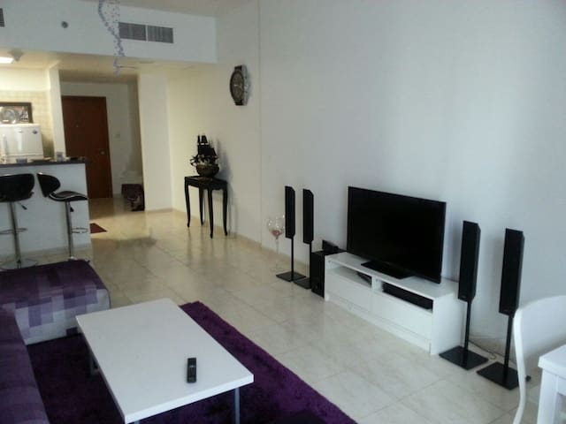 Fully Furnished Spacious 1 Bedroom + Living room - Dubai