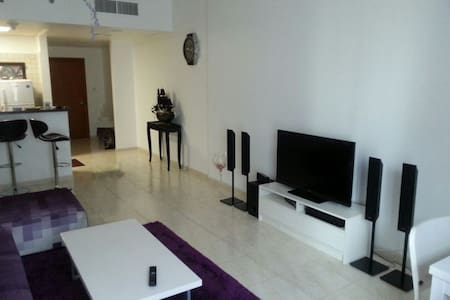 Fully Furnished Spacious 1 Bedroom + Living room - ดูไบ - อพาร์ทเมนท์