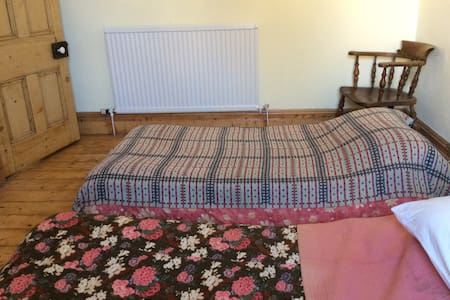Twin bedroom converts to sleep three, 1st floor 12 - Penarth - 連棟房屋