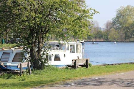 Romantic boat near Amsterdam - Ouderkerk aan de Amstel