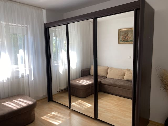 Dormitor 3/ Bedroom 3 (canapea extensibila/ sofa-bed)