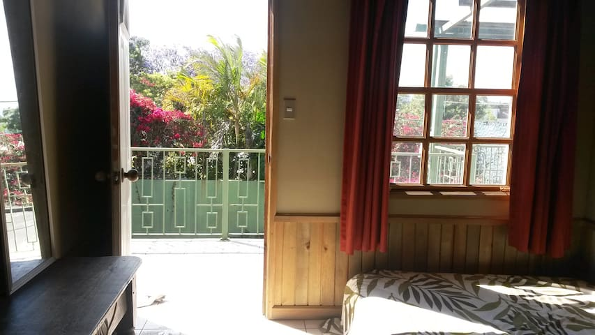 Nice and Quiet Room in the City - Guatemala - Huis