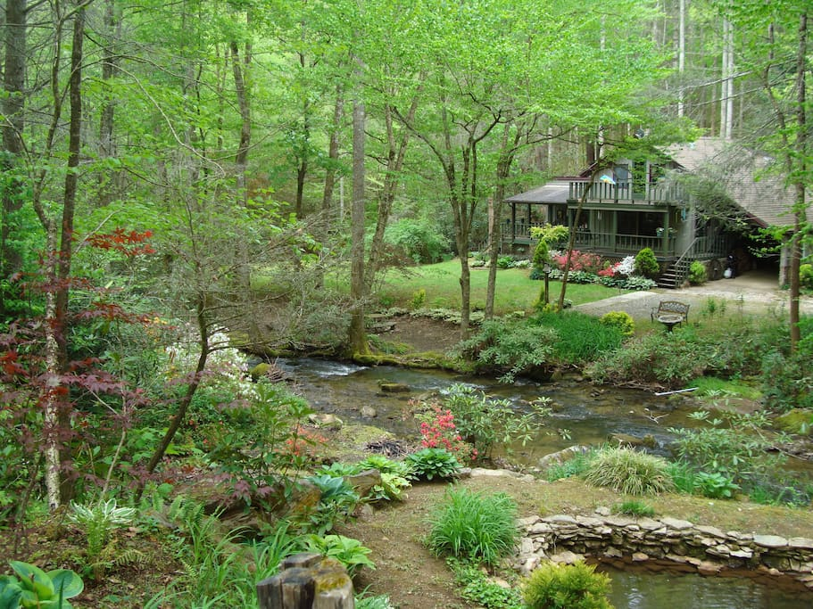 Smoky mountain area water in front cabins for rent in for Smoky mountain cabins on the water