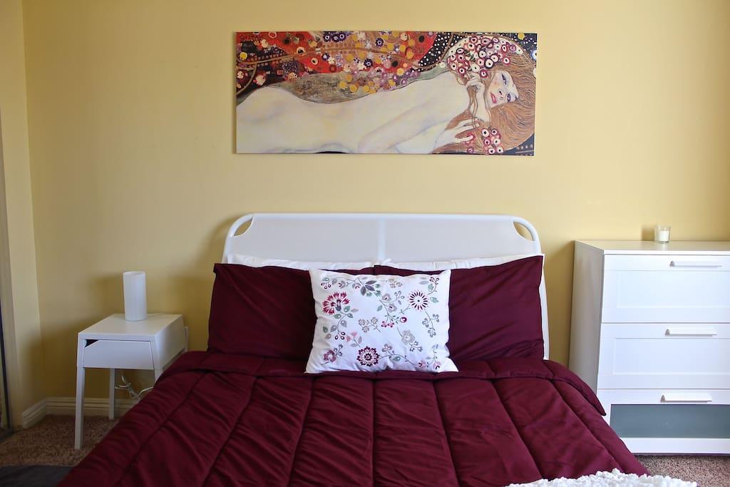 Huge super comfy pillow top queen bed