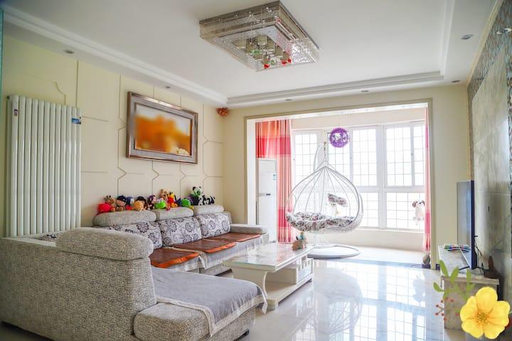 安泽家-泰山脚下,140平米温馨有情怀的家(配套完善,设施齐全,出行便利)