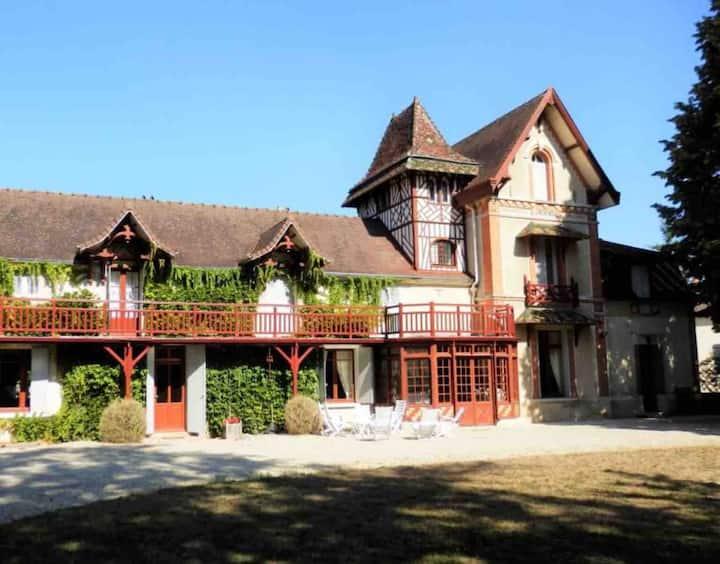 La Maison dans le Parc. Grands espaces naturels.