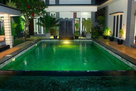 Rumah Putih Abu Abu standard room - West Lombok Regency