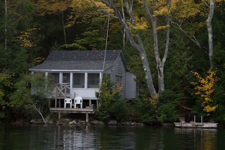 Lakeside cottage in Maine woods - 法明顿(Farmington)