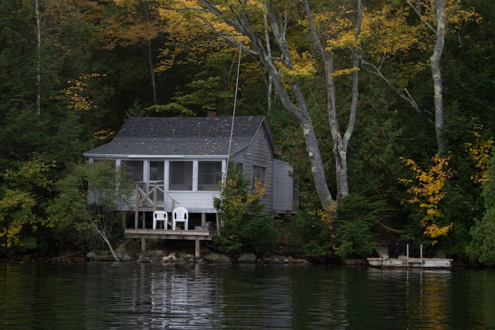 Lakeside cottage in Maine woods