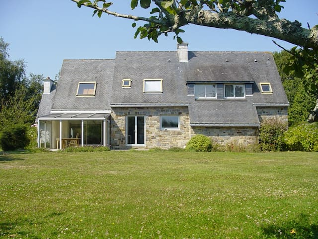 Spacious family house with garden - Moëlan-sur-Mer - Huis