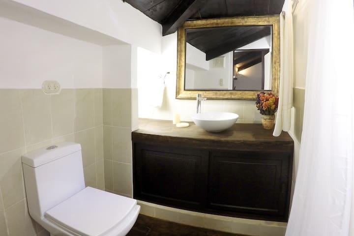 Villas de la Ermita 02 / Upstairs Bathroom