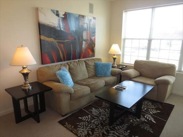 Raritan 1BR w/balcony, mins from train w/WiFi - Raritan - Departamento