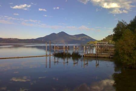 Clear Lake Cottages & Marina 2Q Studio Cottage - Clearlake - 独立屋