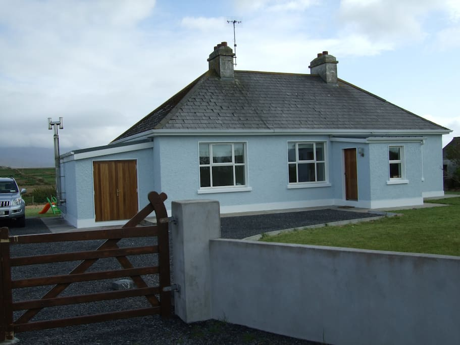 Secluded modernised cottage with large driveway and garden