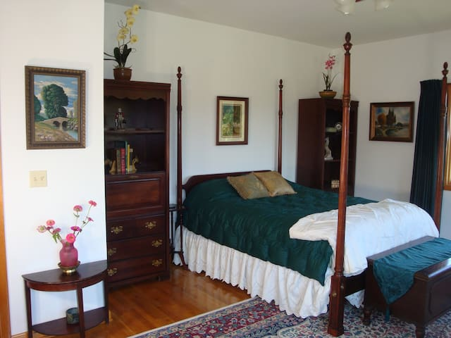 The Lexington Room  - Jonesborough - Bed & Breakfast