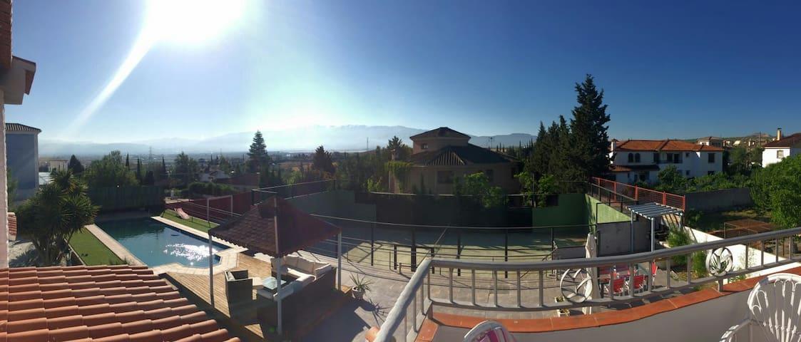 Chalet a 17' de Granada,cerca de la Sierra y WIFI