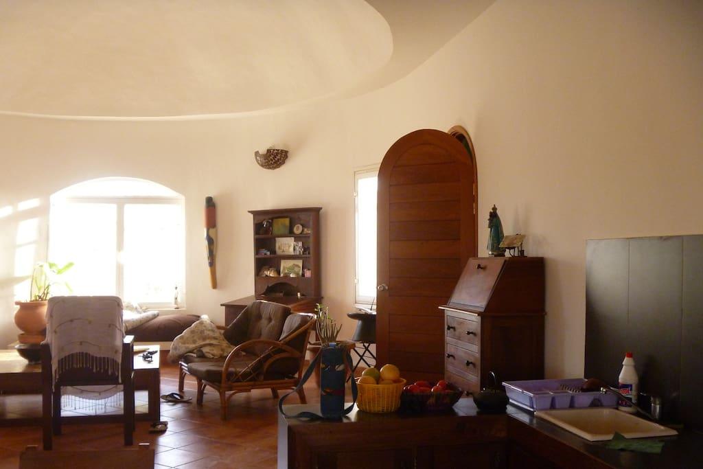 maison solaire en brousse avec vue maisons organiques louer popenguine ndayane thi s s n gal. Black Bedroom Furniture Sets. Home Design Ideas