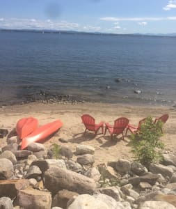 Lakefront cottage, beach & dock - Plattsburgh