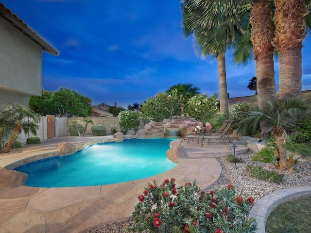 Sanctuary Central to Major Attractions - Scottsdale - House