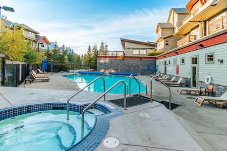✿Heated Outdoor Pool Near Banff Park✿