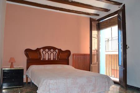 Habitaciones en Casa centenaria,  centro historico - Tarazona - House
