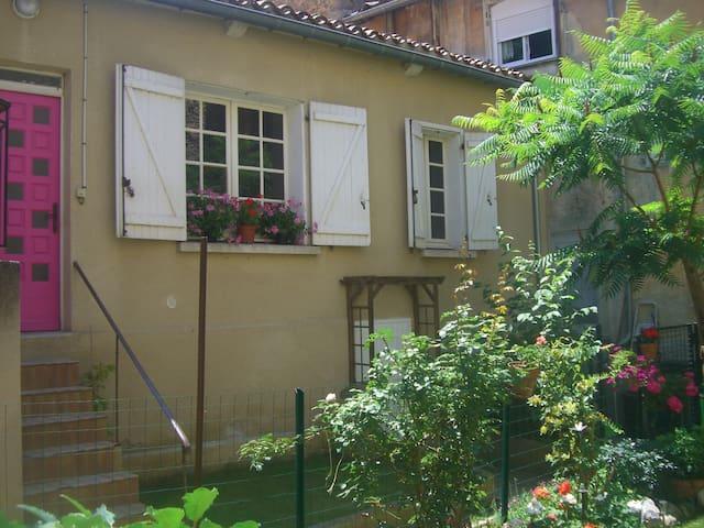 Le Petit Jardin, Rose Apartment - Limoux - Apartament