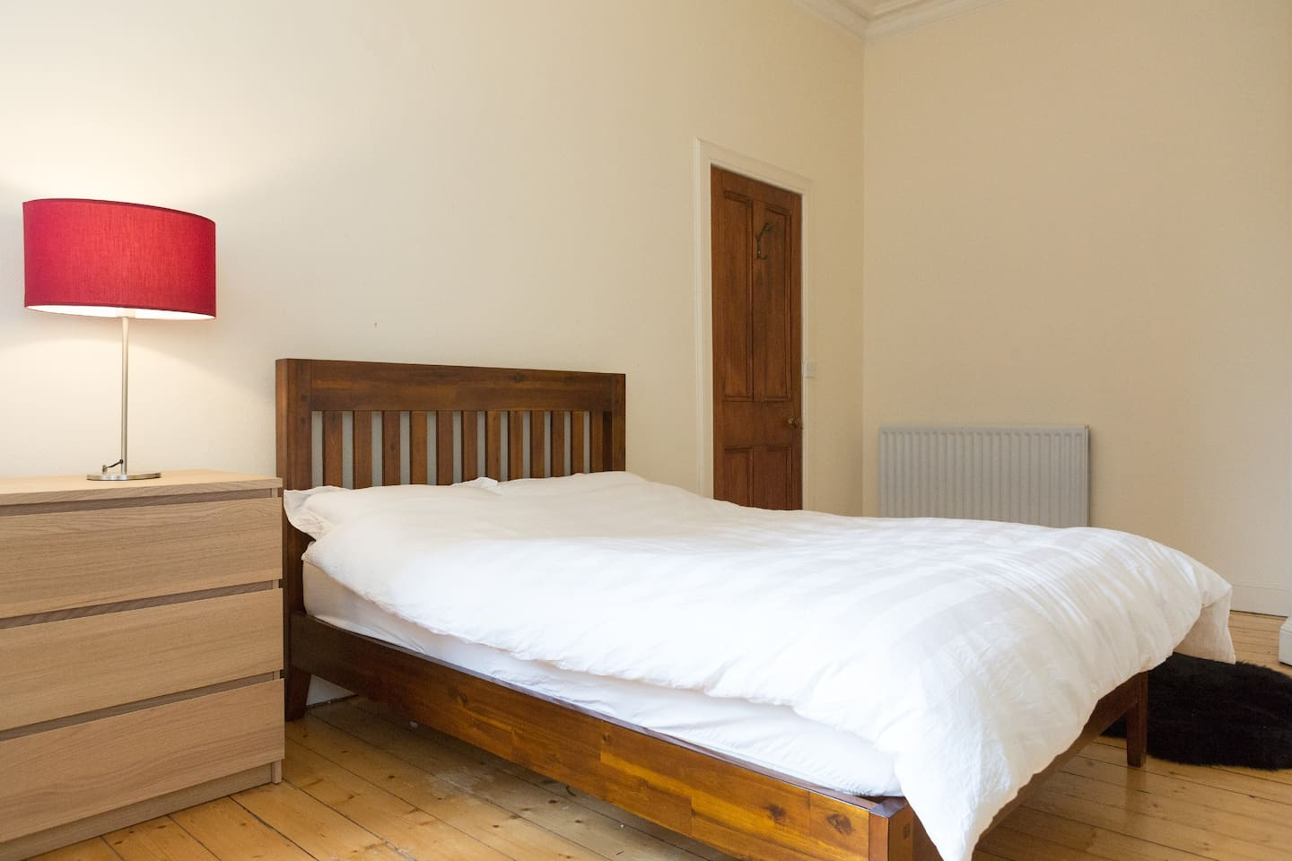 Comfortable double bed in spacious master bedroom with hotel-quality bed linen, extra pillows and luxury mattress topper. LED TV and large work desk also provided.