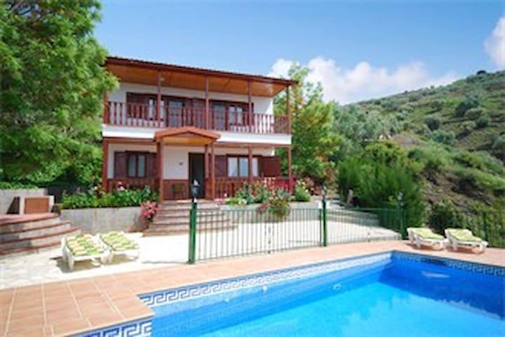 Villa en sayalonga, piscina y wifi. - Sayalonga - Huis