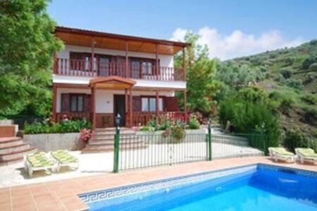 Villa en sayalonga, piscina y wifi. - Sayalonga