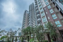 汕头南澳岛19楼全海景简欧,海景阳台 3房2厅2卫 4床位可住8人带麻将房。 提供游艇.吃饭.等出租