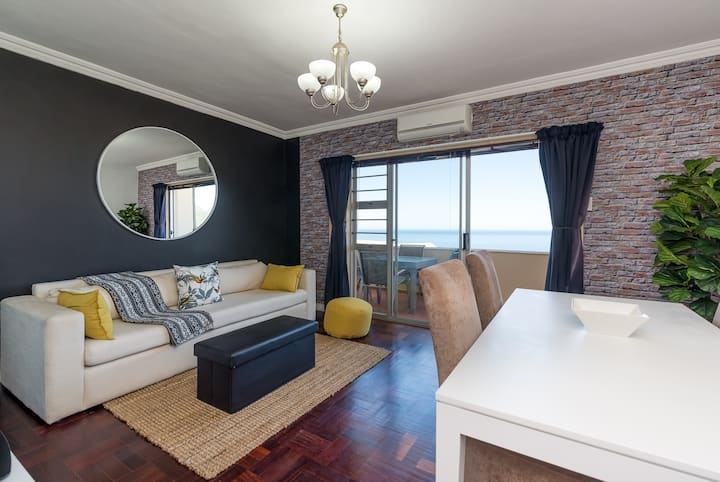 Spacious Camps Bay Apartment with Amazing Views!