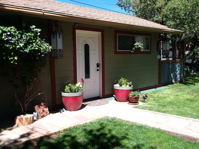 Full Circle Cottage-No Cleaning Fee! Downtown!!
