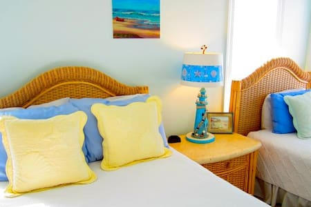 Ocean Room at the Sandbar B&B - nags head - Bed & Breakfast