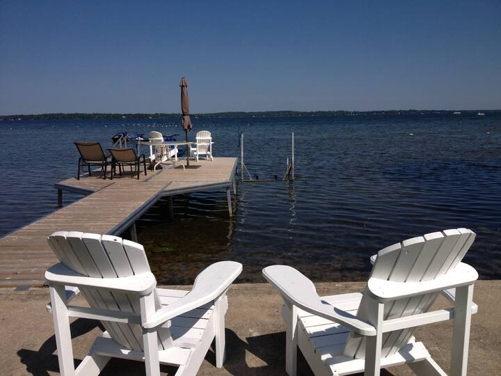 Lakefront Cottage 1-hour from Toronto