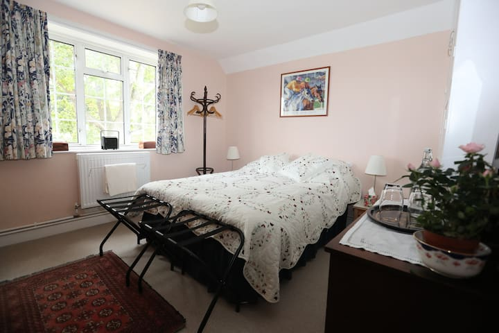 Felsted 2/3 rooms good access to Stansted airport