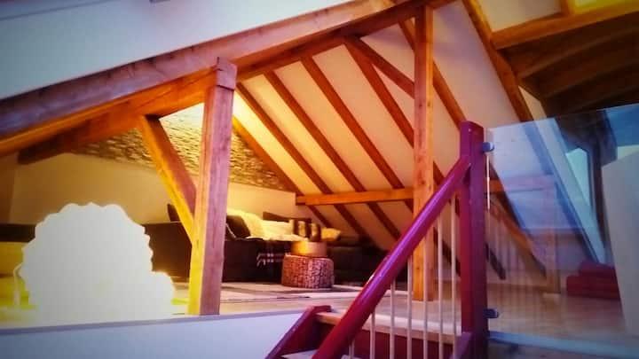 Chalet Stil Dachwohnung;Chalet style roof top flat