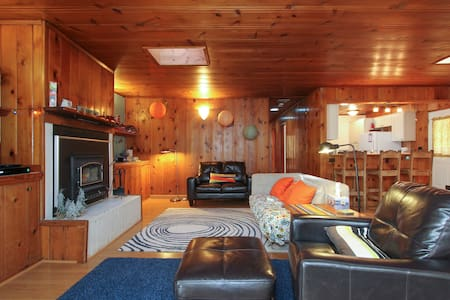 Casa Rosa is a great family getaway! This river cabin has a comfortable vibe and an excellent location.
