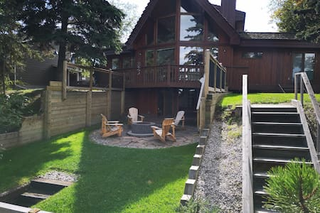 Lakefront Cedar Home on Lake Wabamun