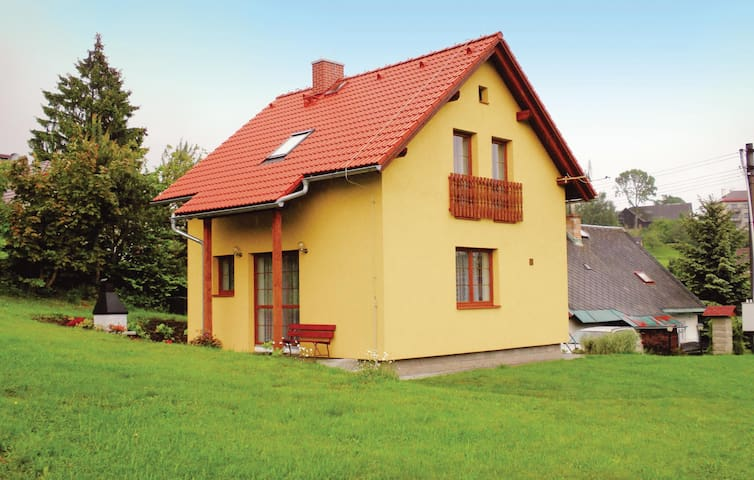 Holiday cottage with 2 bedrooms on 65m² in Zasada