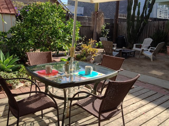 breezy beach apt. w/patio & yard! - Oxnard - Lägenhet