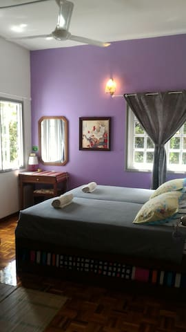 Do Chic In-PurpleRoom+Shared WC+ABF - Tanah Rata - Bed & Breakfast