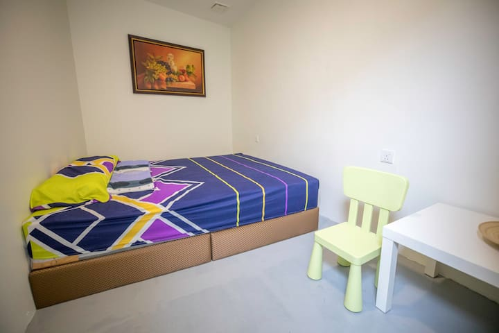 Comfort private room for 2pax, wifi, breakfast,KL